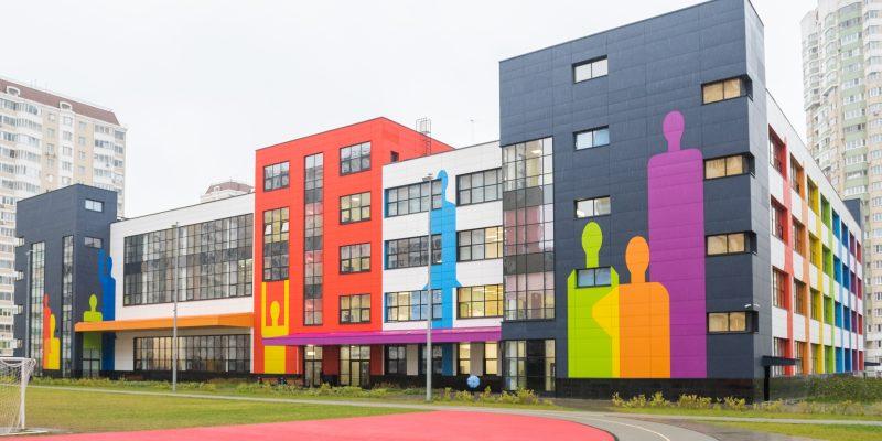«Школа-цветок» в жилом комплексе на юге Москвы введена в эксплуатацию