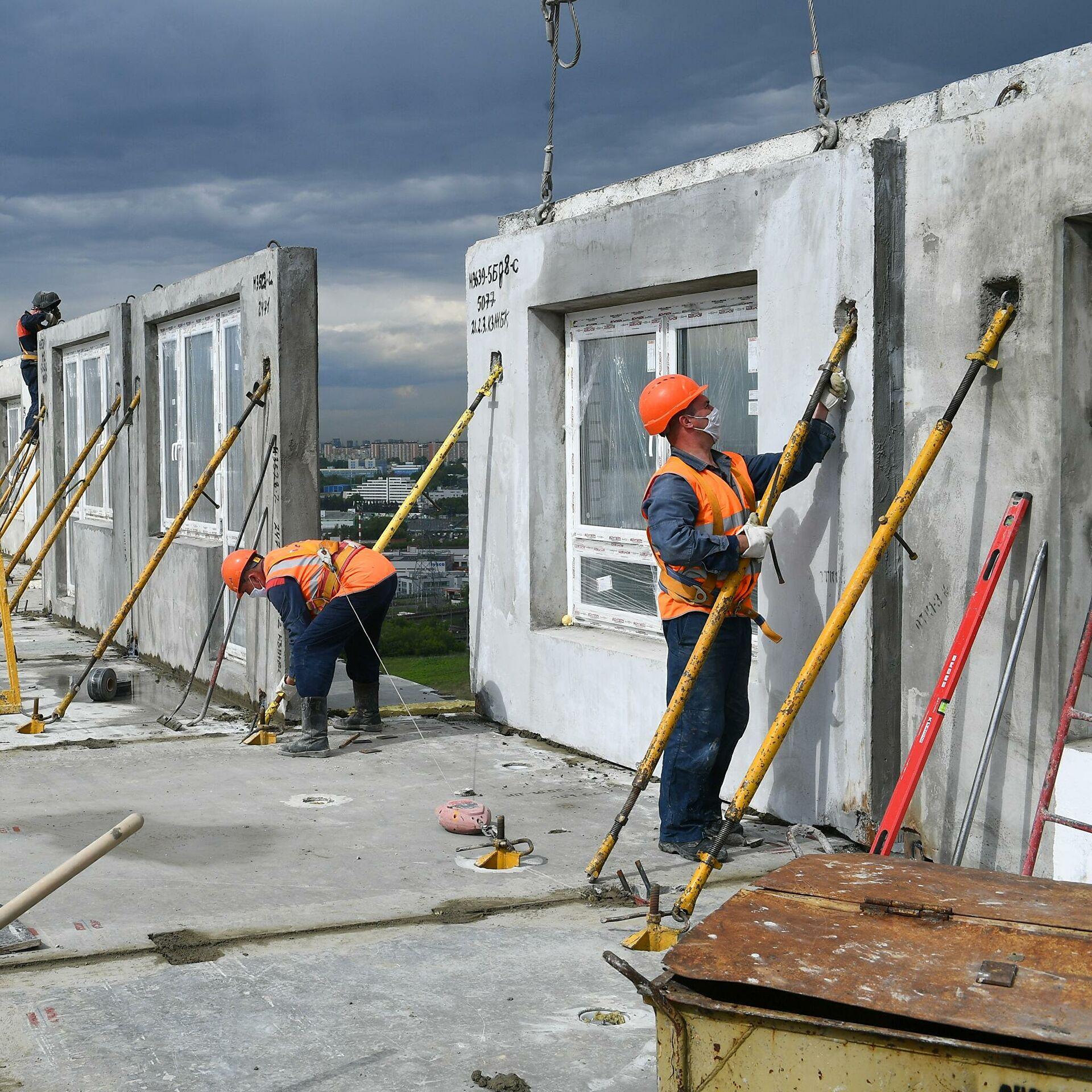 Строители приступили к возведению надземной части компенсационного дома в Рязановском