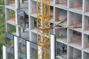 Компенсационный дом для обманутых дольщиков в Зеленограде готов на 43%, возводится 11 этаж