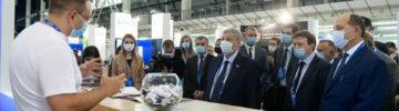 Владимир Якушев на 100+ Forum Russia: «Наши ориентиры - эффективность, экологичность, эргономика стройки»
