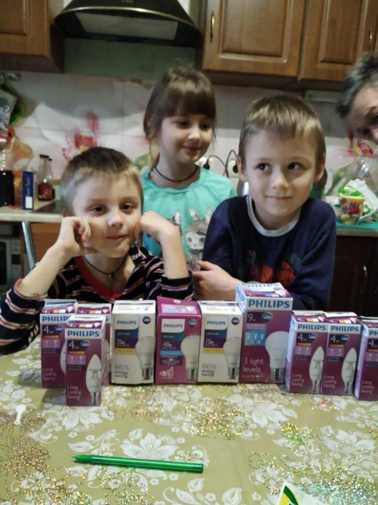 Более 1000 многодетных семей Подмосковья получили в подарок светодиодные лампы Philips