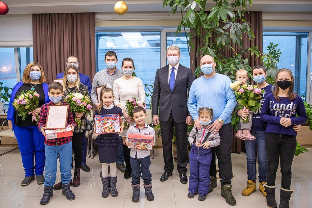 Молодые семьи Подмосковья получили свидетельства на приобретение жилья