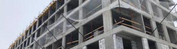 Кладка внутренних и наружных стен 1 корпуса компенсационного дома в Рязановском выполняется на уровне 3 этажа