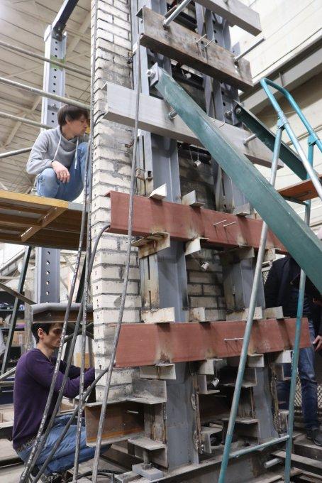 Испытания фасадной конструкции высотой в этаж провели специалисты НИЦ «Строительство»